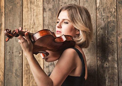 Cornelia Löscher Portrait mit Violine